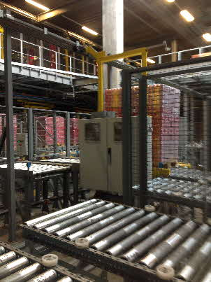 Pallet Transfer Cart Sorts Outbound Pallets to Assigned Shipping Lanes